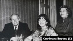 Д-р Павел Герджиков, съпругата му (вдясно) и дъщеря му
