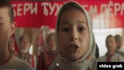 """Кадр из фильма """"В красном море"""""""