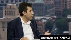 Рубен Меликян дает интервью Радио Азатутюн (архив)