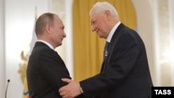 Владимир Путин и Магомедали Магомедов, архивное фото