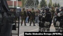 Блокада на патот Бутел-Радишани, по убиството на пет луѓе во скопското село Смиљковци.