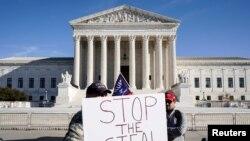 Vrhovni sud je presudio da Teksas (Texas) nije imao pravnu osnovu da pokrene slučaj, i to veoma kratkim zaključkom.