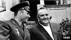 Юрий Гагарин и Сергей Королев. 1961 год.
