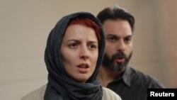 «Bir ayrılıq» filmindən kadrda Leila Hatami və Peyman Moadi