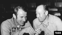 Алексей Леонов и Вэнс Бранд в Хьюстоне, 1974 год