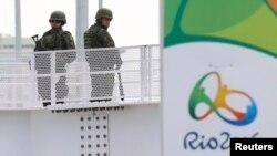 Rio küçələrində hərbçilər