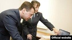 Завсегдатаи блогосферы уверены, что блог Медведева - дело рук кремлевских пиарщиков