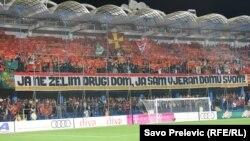 Navijači crnogorskog tima bodre i navijaju sa tribina, Podgorica