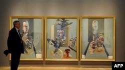 """Francis Baconnıñ """"Triptych"""" äsäre New Yorkta $86.2 millionğa satıldı"""