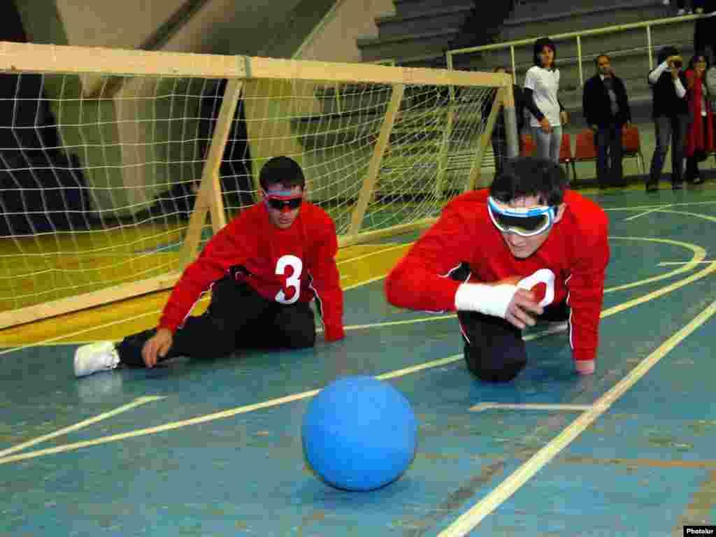 Вірменія. Спортсмени-інваліди у грають у Goalball, вид спорту створений для сліпих гравців - Photo by Photolur
