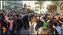 Противников Путина задерживают у метро Китай-город
