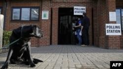 Një qendër votimi në Britani, 7 maj 2015.