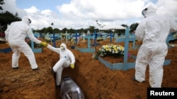 دفن جسد فردیکه در اثر ابتلا به ویروس کرونا در برازیل جان داده است