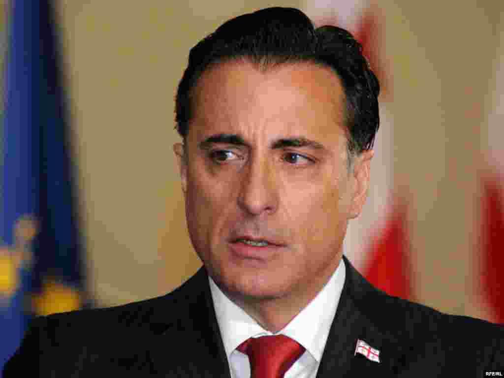В роли президента Грузии актер Энди Гарсиа