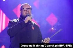 Павел Адамович на сцене благотворительного концерта 13 января незадолго до своей смерти