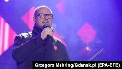 Мэр Гданьска Павел Адамович на благотворительном концерте перед нападением, 13 января 2019 года