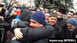 Кырымтатарлар Эмиль Курбединовны каршы ала