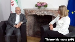 European Union foreign-policy chief Federica Mogherini (right) meets with Iranian Foreign Minister Mohammad Javad Zarif in Brussels on May 15.