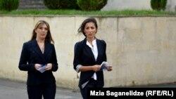 Тамта Тодадзе (справа) и ее адвокат Тамар Лукава отказались участвовать в дебатах