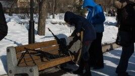 Нодовцы в Красноярске скрывали лица, но демонстрировали оружие