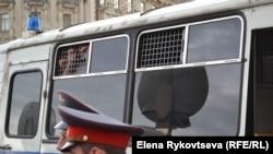 Автозак превратили в камеру пыток. 18 июля 2013