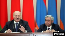 Armenia -- 's President Serzh Sarkisian (R) and his Belarusian counterpart Aleksandr Lukashenko at a joint press conference in Yerevan, 13May2013.