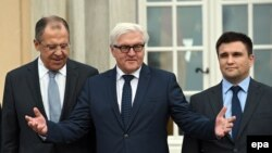Russian Foreign Minister Sergei Lavrov (left), German Foreign Minister Frank-Walter Steinmeier (center), and Ukrainian Foreign Minister Pavlo Klimkin pose outside Villa Borsig in Berlin on November 6.