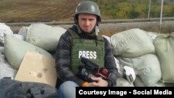 Ukraine--RFE/RL Ukrainian Service Correspondent Levko Stek on the front line of the conflict between pro-Russian separatists and the Ukrainian army near Debal'cevo, eastern Ukraine. September, 2014.