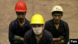 پس از پيروزی انقلاب ایران در سال ۱۳۵۷، فعالان و تشکلهای کارگری خواستار تدوين قانون کار جديدی شدند. (عکس از فارس)