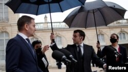 La Paris, premierul slovac Igor Matovic și președintele francez Emmanuel Macron, Palatul Elysee, 3 februarie 2021