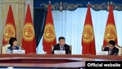 Президент Сооронбай Жээнбеков Сот реформасы боюнча кеңештин биринчи жыйынында.