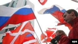 """მოძრაობა """"ნაშის"""" წევრები მოსკოვში გამართული ერთ-ერთი საპროტესტო აქციის დროს"""