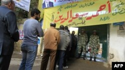 Египет. Очередь на избирательный участок в одном из районов Каира