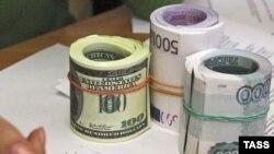 Рубль ослабили относительно бивалютной корзины в четвертый раз подряд