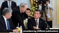 Нурсултан Назарбаев и Сооронбай Жээнбеков. 15 марта 2018 года.
