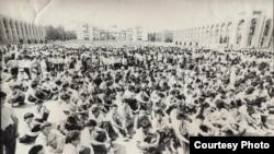 Кыргызстан демократиялык кыймылынын Бишкектин Ала-Тоо аянтындагы митинги. 1991.
