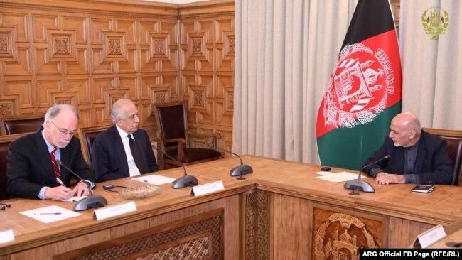 دیدار اشرف غنی با زلمی خلیلزاد در ارگ ریاست جمهوری افغانستان