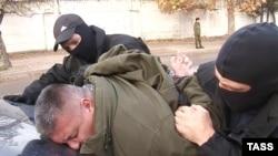 Задержание Дмитрия Штыбликова, обвиняемого в подготовке диверсии.