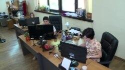 Журналисттер миллиондук айыпка жыгылды