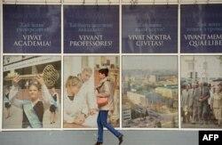 Возле Донецкого университета, осень 2014 года
