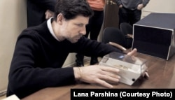 Филипп Шарлье исследует зубы Гитлера в архиве ФСБ