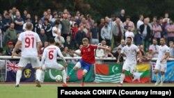 Фінал чемпіонату з футболу СONIFA серед невизнаних федерацій. Karpatalya грає з командою Північного Кіпру, її гравець у центрі в червоній футболці. 9 червня 2018 року, Лондон
