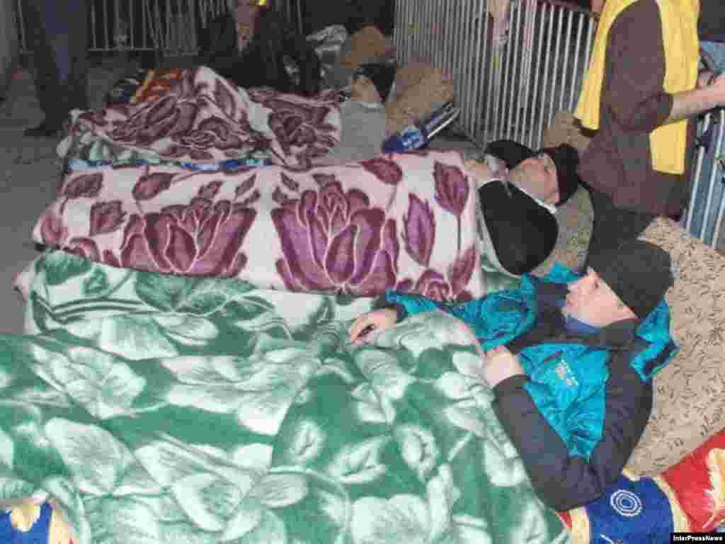Голодающие у стен парламента Грузии, 10 марта 2008