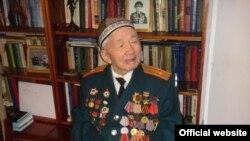 Сүйүнбай Эралиев.