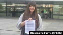 Irma Baralija sa presudom Evropskog suda za ljudska prava ispred zgrade institucija BiH 29. oktobra