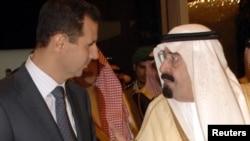 Saud Arabystanynyň patyşasy Abdullah (sagda) Siriýanyň prezidenti Beşir Al-Assady garşylaýar, Riýad, 17-nji oktýabr, 2010-njy ýyl.