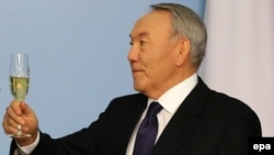 Президент Казахстана Нурсултан Назарбаев во время торжественного приема в своей резиденции. Астана, 5 декабря 2014 года.