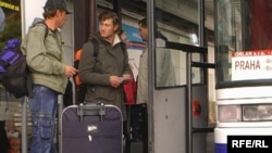Few Ukrainian migrant workers have accepted the government offer to return home