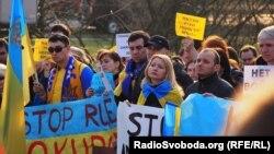 Мітинг у Празі проти військової агресії Росії щодо України