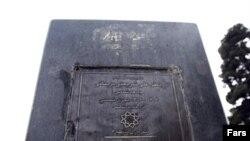 مجسمه دکتر شریعتی در پارک شریعتی تهران نیز ناپدید شده است.